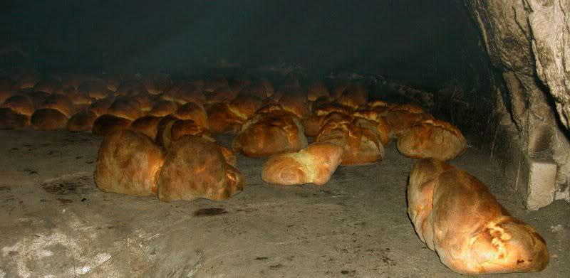 Come infornare il pane nel forno a legna colonna porta lavatrice - Forno a legna casalingo ...